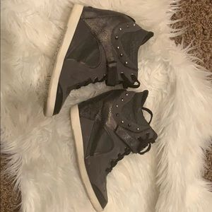 Guess 7.5 wedge sneakers